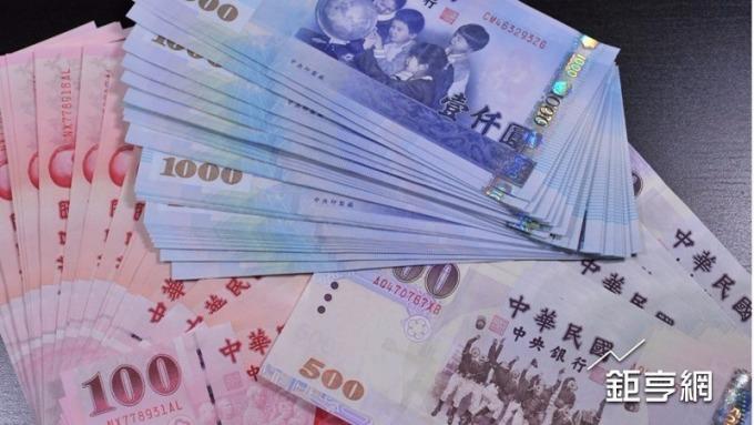 新台幣在雞年期間升值近6.5%。