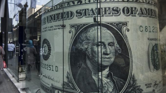 圖:AFP  美元清除漲幅 回檔走低