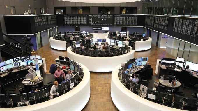 圖:AFP  歐洲股市週四微幅收低