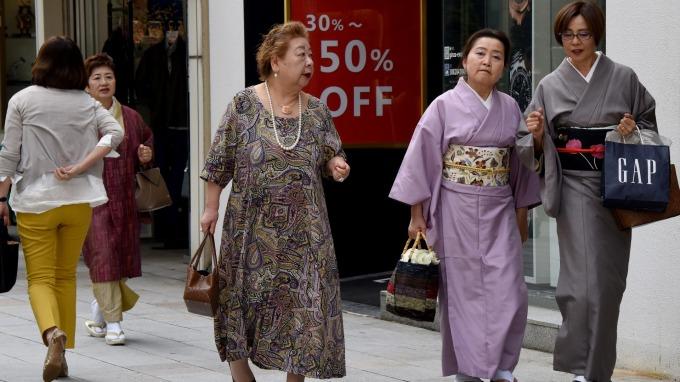 路透調查:BOJ今年十年期日債殖利率可能鎖死在0%