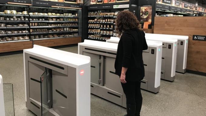 〈亞馬遜擴無人商店〉傳亞馬遜計畫今年再多開6家無人商店