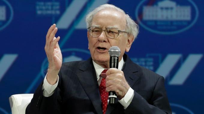 巴菲特呼籲,別借錢買股票。(圖:AFP)