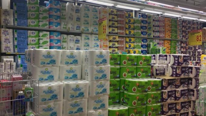 家用衛生紙要漲價,經濟部工業局25日指出,業者都表示目前紙漿原料來源穩定,且產量供應正常,並無短缺的情事。(圖:NOWnews)