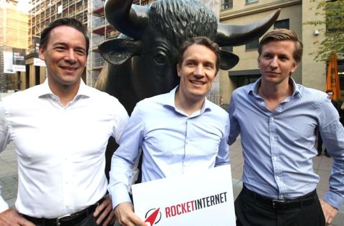 2014 年 10 月 2 日,火箭互聯網執行長 Oliver、財務長 Peter Kimpel、董事總經理 Alexander 在公司於法蘭克福交易所 IPO 後合照。 (圖:AFP)