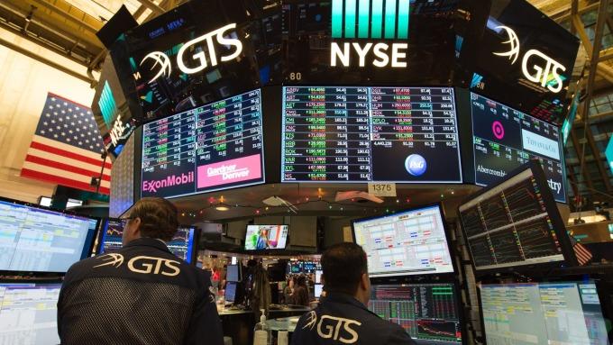 圖:AFP  美國股市週五自低點大幅反彈