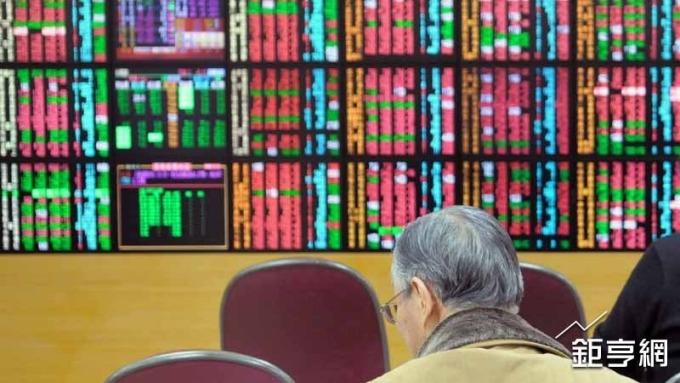 美股震盪連跌 台股上周遭外資賣超金額居亞股之冠