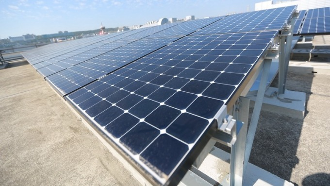 康寧、友達攜手建太陽能板 年發電量相當於台灣家庭用電量