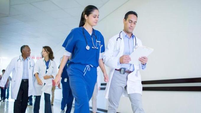 醫德滿點!超過500名加拿大醫生連署抗議加薪 為護理師抱不平