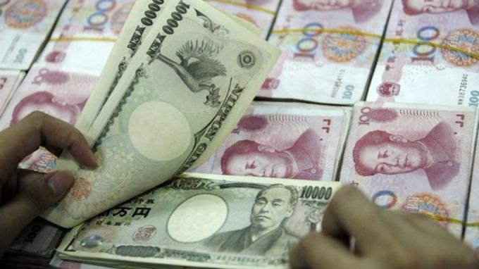 大摩報告指出,未來10年人民幣仍難挑戰日元在亞洲區的領導地位。 (圖:AFP)