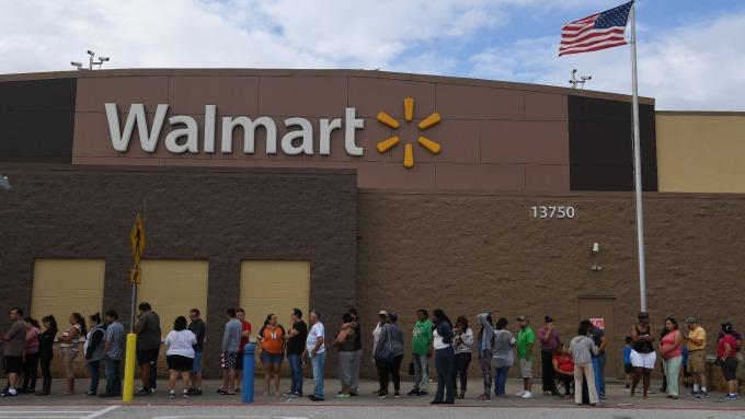 沃爾瑪年底前將擴增實體店面配送服務至800家      (圖:AFP)