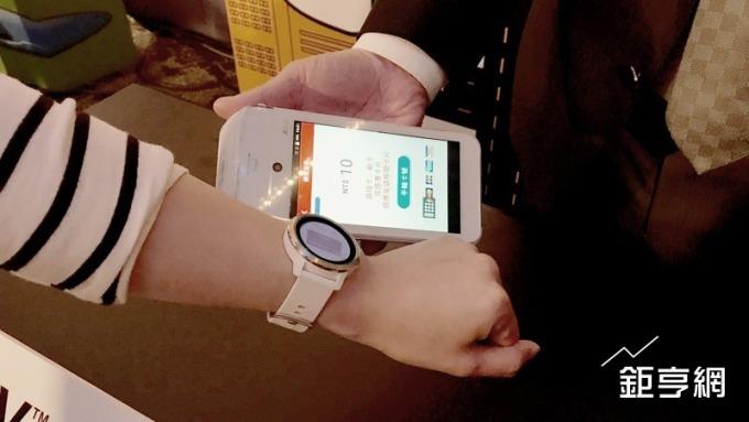 Garmin Pay上線讓手錶也能刷卡消費時代來臨。(鉅亨網記者陳慧菱攝)