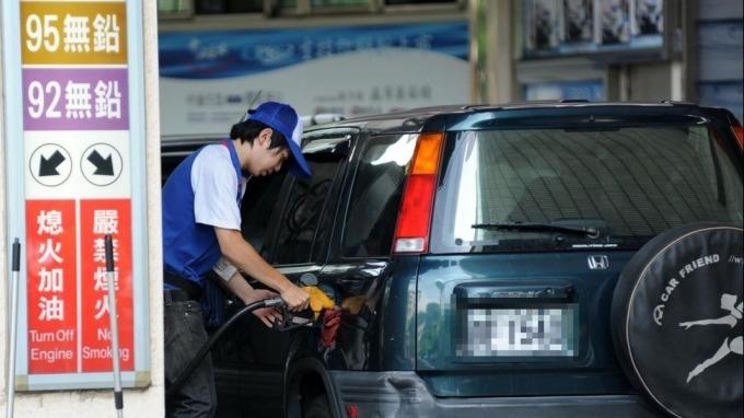 站穩1000萬桶/日大關,油價波動下跌。(nownews)