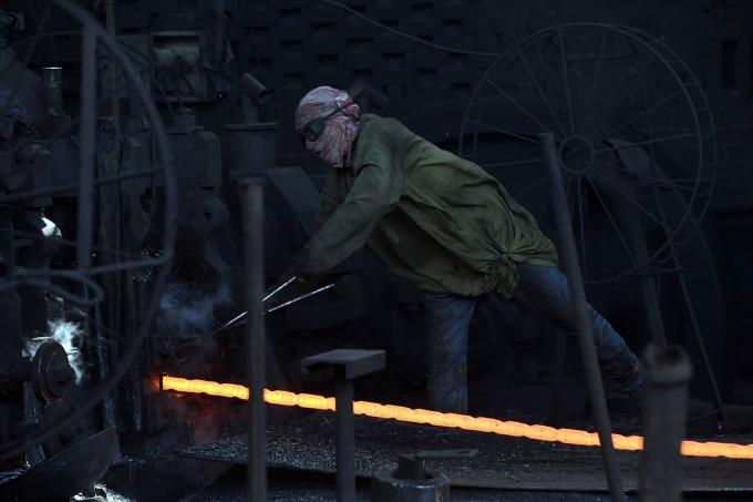 中國和德國共謀在國際組織架構下討論鋼鐵過剩問題      (圖:AFP)
