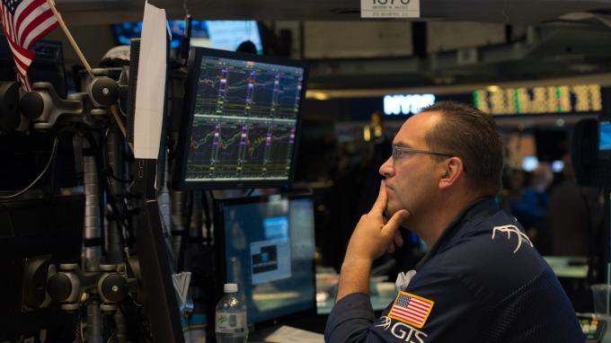 美股小幅反彈 Facebook連續第二日大跌 油價漲近2%。(AFP)