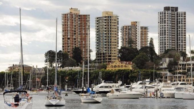 美國2月新屋銷售遜於預期 意外連跌三個月。(AFP)