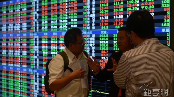台股盤中─亞洲區域股市翻紅走穩 台股半年線透強光