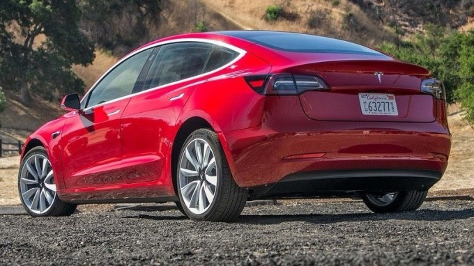 穆迪降評特斯拉:Model 3生產率嚴重不足 前景負面