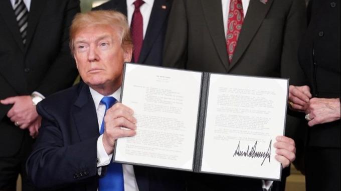 川普上周簽署「301調查」備忘錄。 (圖:AFP)