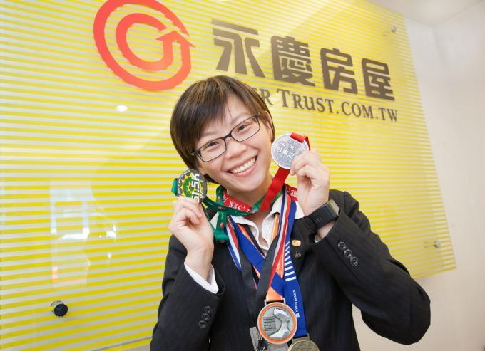 陳姵君店長善用「彈性工作 8 小時」制度,成功挑戰 3 大鐵人賽事,以及多項馬拉松賽事。