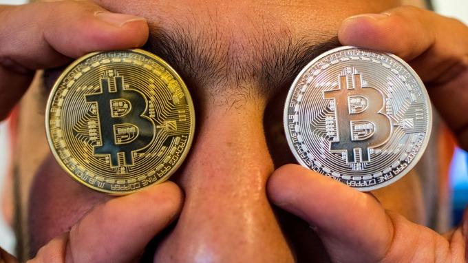 週四比特幣一度大漲17%。(圖:AFP)