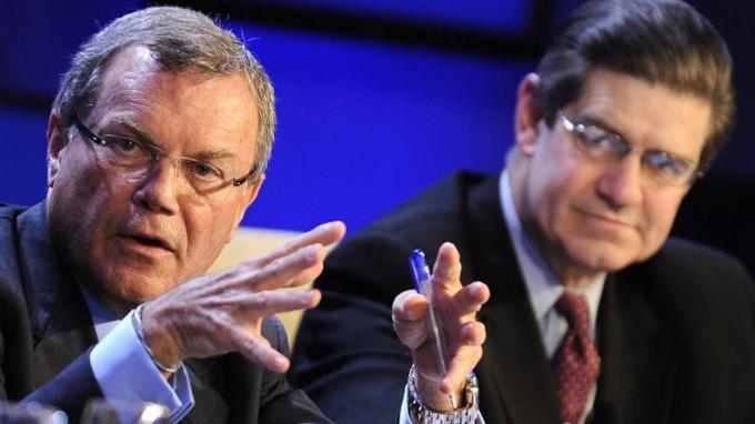 WPP創始人兼CEO Martin Sorrell(左)週六宣佈辭CEO職位。 (圖:AFP)
