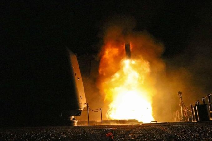 USS Monterey 發射戰斧導彈 Tomahawk / 圖:彭博