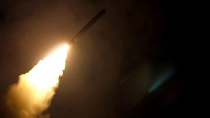 美英法聯軍14日向敘利亞發射105枚導彈。 (圖: AFP)