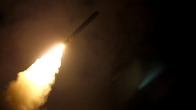 美國向敘利亞發射飛彈(圖:AFP)