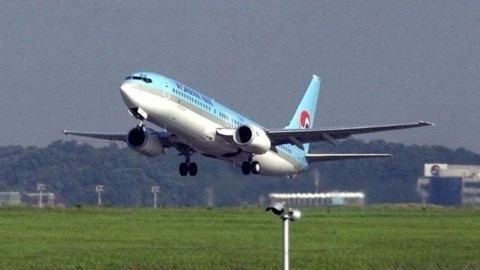 在龐大壓力下,大韓航空昨宣布暫停趙顯玟的高級副總裁職務。 (圖:AFP)