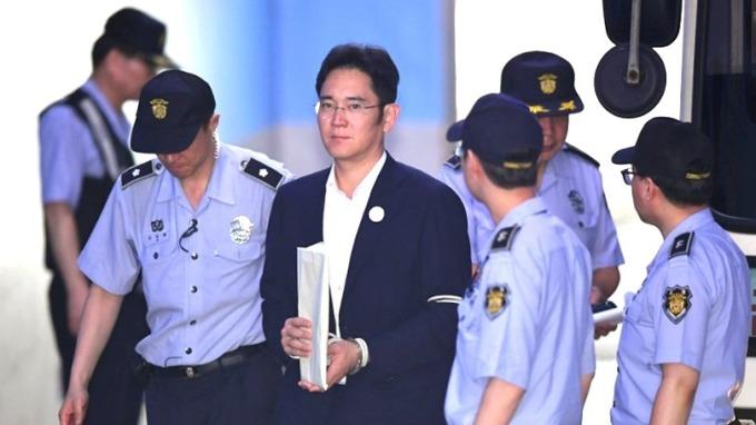 三星電子李健熙會長長子李在鎔,在行賄朴槿惠案,判緩刑,當庭獲釋。 (圖:AFP)