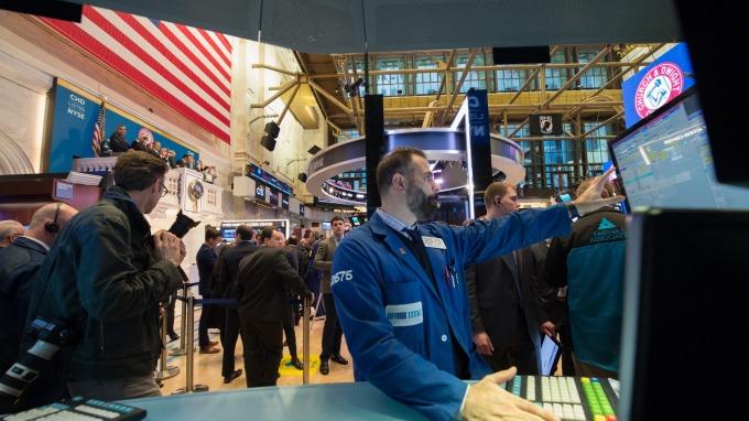 週二美股盤前,道瓊期指一度漲逾 150 點。(圖:AFP)