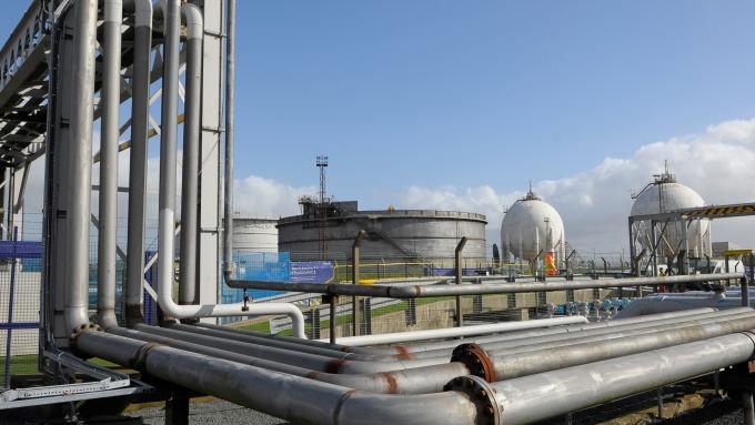 圖:AFP  原油價格週五小幅走低
