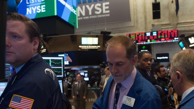 圖:AFP  美國股市週一中場小幅上揚