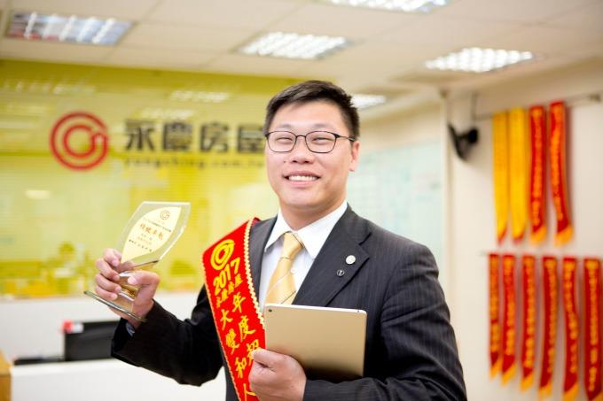 在永慶房屋工作,李俊龍即將圓夢,為父母買房。