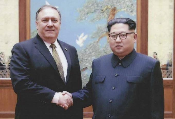 文金會登場前,白宮公布美國新國務卿,時任中情局長龐培歐日前訪問北韓照片。 (圖:AFP)