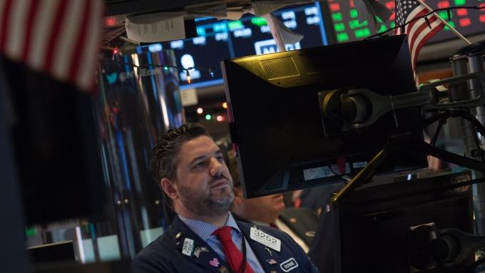圖:AFP  美國股市週五收盤接近持平