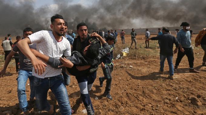 圖:AFP 巴勒斯坦民眾與以軍發生衝突