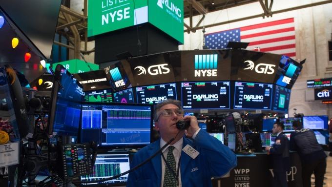圖:AFP  美國股市中場大幅下跌