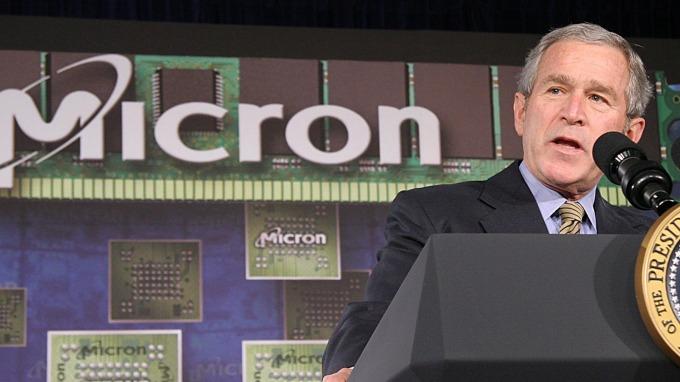 圖:AFP  前美國總統小布希於美光科技公司發表談話