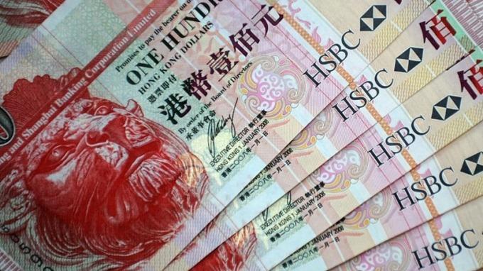 在金管局連翻出手買進94.99億港元後,港匯暫時脫離7.85弱方保證下限。 (圖:AFP)