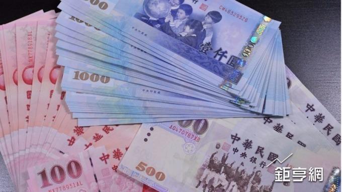 美元續漲,新台幣連3貶破29.9元關卡。(鉅亨網資料照)