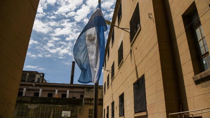 水深火熱中的阿根廷本周成功發新債。(圖:AFP)