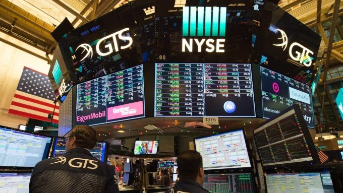 圖:AFP  S&P 500與Nasdaq中場小幅上揚