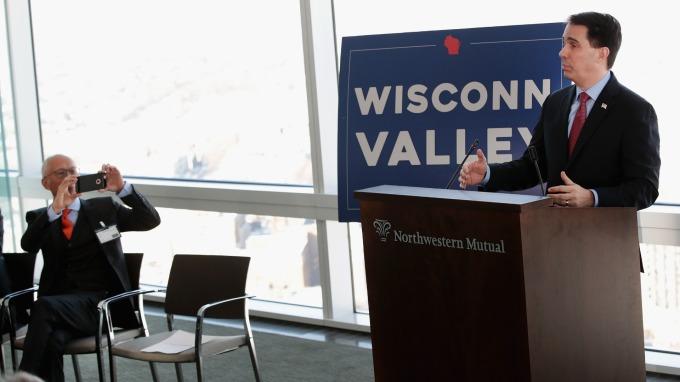 富士康宣布設廠時,威斯康辛州州長親自到場致詞      (圖:AFP)