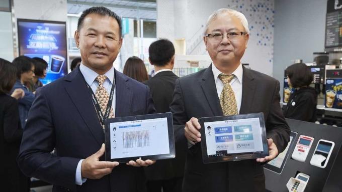 全家董事長葉榮廷(右)和總經理薛東都(左)。(圖:全家提供)