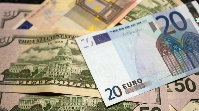 歐元兌美元走跌。(圖:AFP)