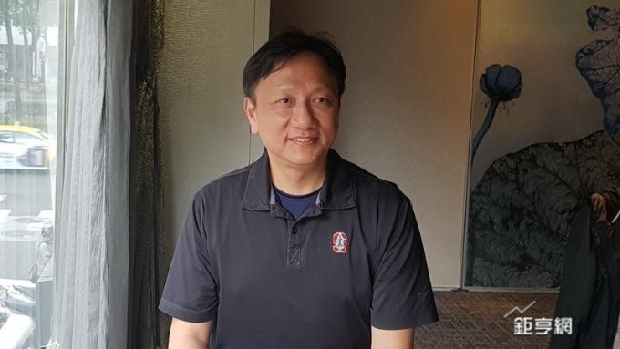 宏達電健康醫療事業部總經理張智威表示人工智慧平台從醫療切入。(鉅亨網記者楊伶雯攝)