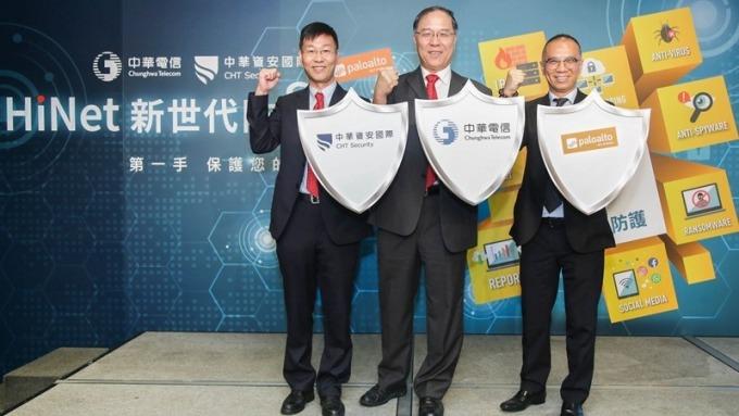中華電數據分公司副總鄭鳴岡(中)指出今年資安營收拚年增5成。(圖:中華電提供)