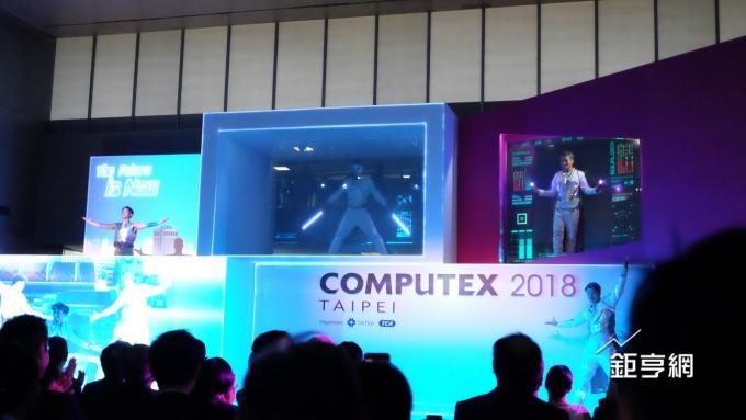 2018 台北國際電腦展今天開展,以 5G、AI 等主題的新科技表演揭開序幕。(鉅亨網記者黃雅娟攝)