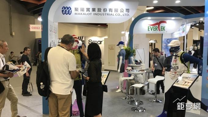 聚陽首次參加台北國際電腦展,展出極限及Lifestyle生活智慧衣。(鉅亨網記者李宜儒攝)